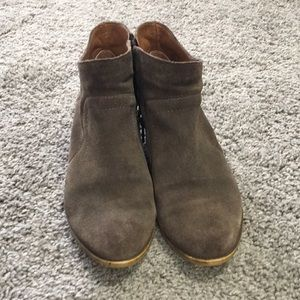 Lucky Brand Western Style Ankle Boots